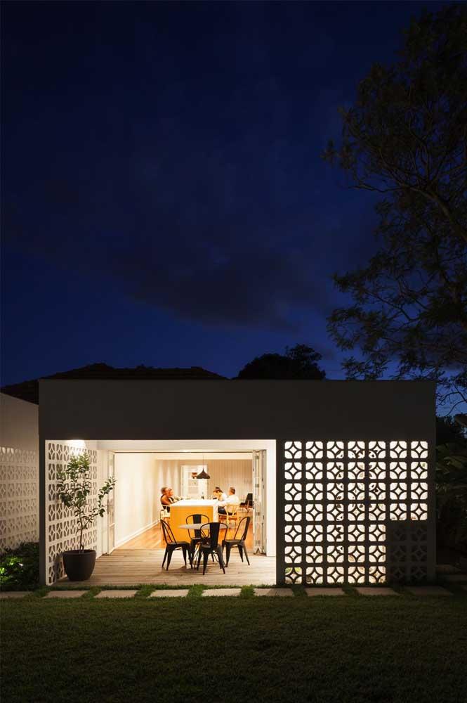 Dê um charme extra à área externa da casa usando cobogós