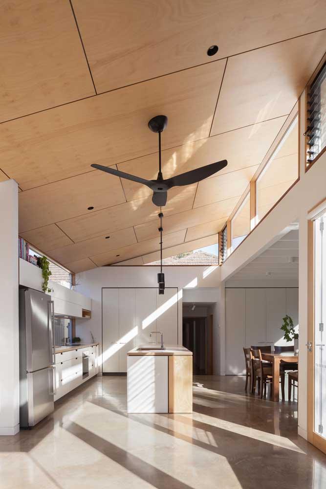 Muita luz natural para valorizar a beleza da cozinha gourmet