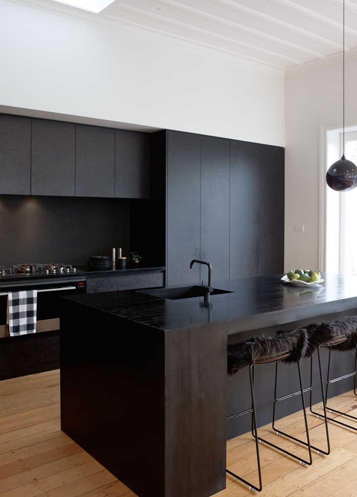Inspiração de cozinha gourmet preta: estilo e sofisticação numa pegada só
