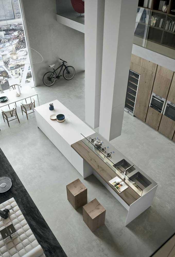 Visão do alto de uma cozinha gourmet totalmente integrada aos demais espaços da casa