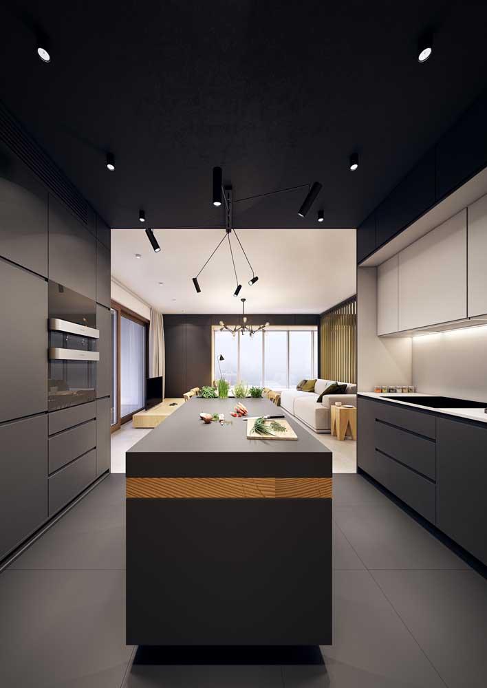 A tendência do teto colorido chegou nas cozinhas gourmets também!