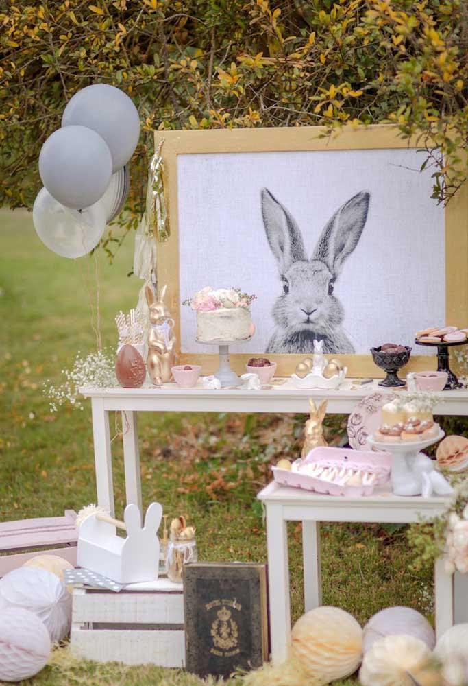 Que tal fazer uma decoração totalmente inspirada no coelho da Páscoa? Use ovos de tamanhos diferentes e use e abuse da figura do coelho.