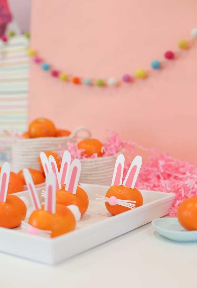 Olha a criatividade para fazer o coelhinho da Páscoa. Só usar laranja e papel.