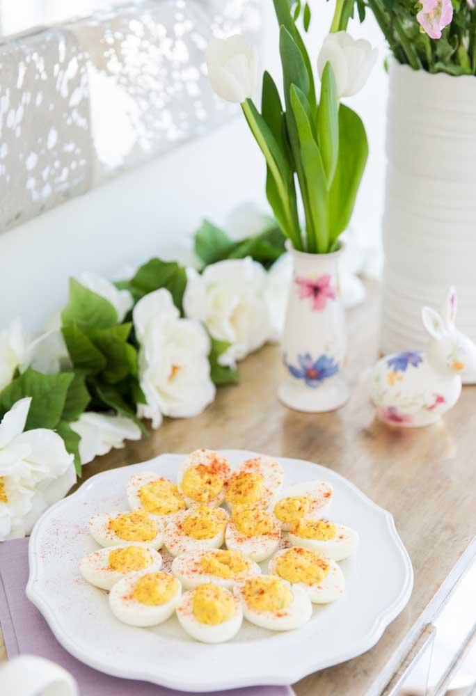 Aposte em doces e guloseimas finas e delicadas, sempre se inspirando em símbolos da Páscoa.
