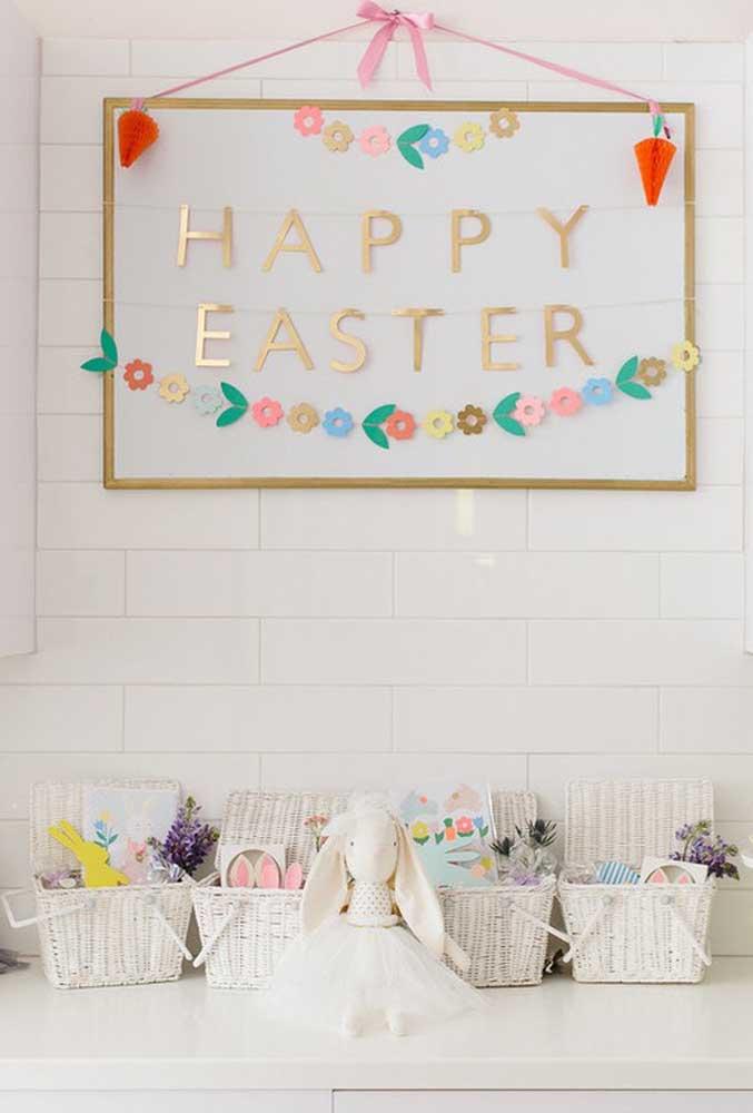 Você pode fazer um painel como esse na decoração de Páscoa para escola, usando o quadro branco, papel de diferentes texturas e fita.
