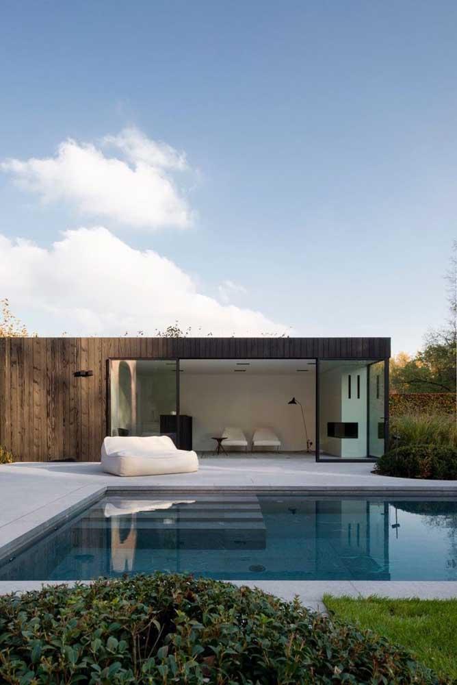 Inspiração de edícula com piscina: a verdadeira casa da piscina pronta para receber hóspedes ou para alguém da casa morar