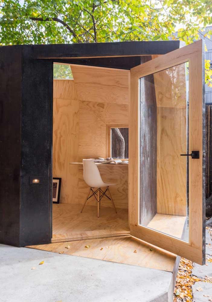 Edícula simples e bonita com estrutura em madeira feita para trabalhar
