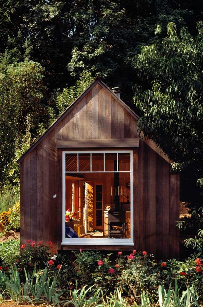 Edícula com estilo rústico e design de chalé; um refúgio na própria casa