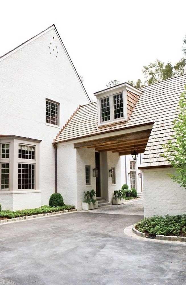 Edícula elegante com acesso à casa principal interna e externamente