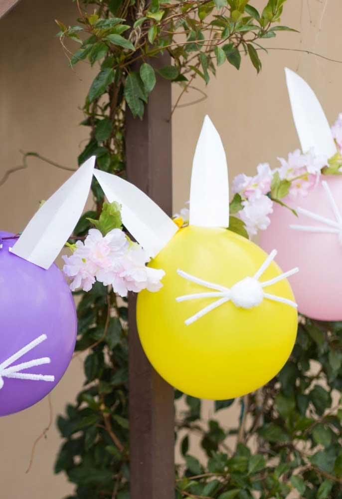 Se a grana está curta, aposte na decoração com balões, seguindo o formato de coelhinho da páscoa.