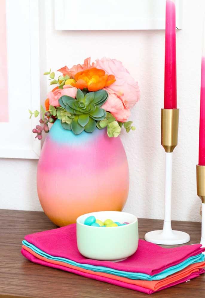 A decoração de páscoa pode até ser simples, mas precisa contar com alguns símbolos da celebração.