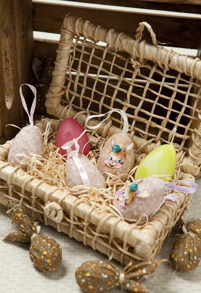 Que tal preparar uma cestinha cheia de ovos para decorar a sua casa para a páscoa?