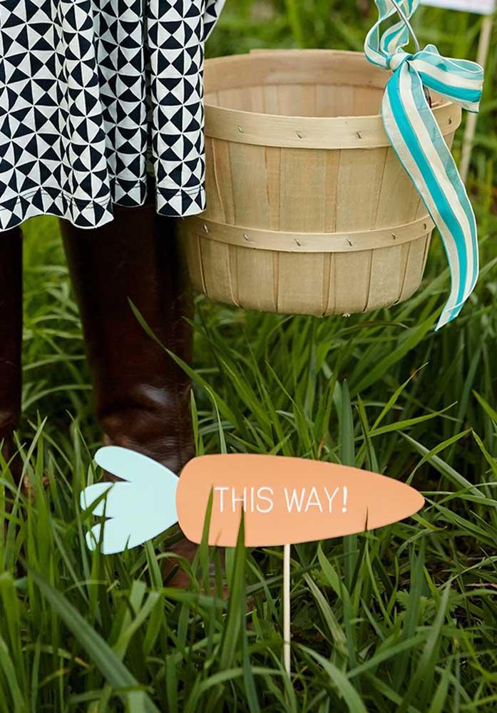 Que tal fazer uma brincadeira com a criançada na páscoa? Para isso, prepare alguns enfeites no formato de seta.