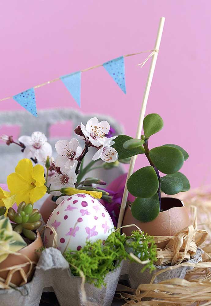 Você pode usar materiais artificiais para fazer a decoração de páscoa.