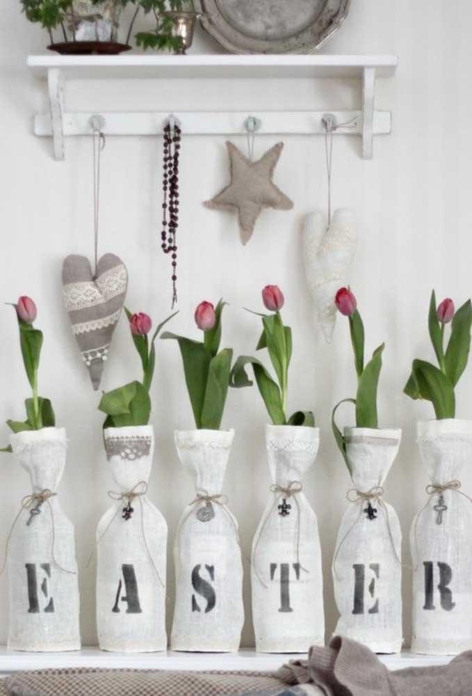 Que tal decorar sua casa com flores para a páscoa? Mas faça algo diferenciado como esse modelo com frase.