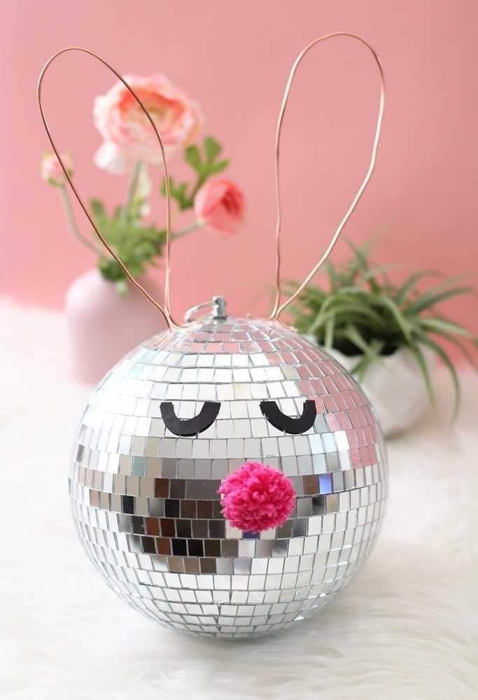 Crie enfeites divertidos para deixar a decoração de páscoa mais animada.