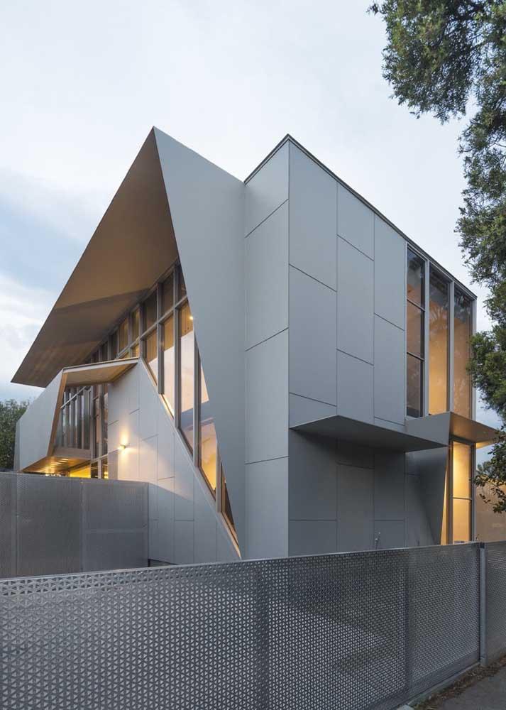A casa super moderna ganhou uma fachada de muro inspiradora feita com placas de metal