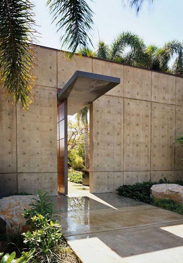 Opção moderna de fachada de muro em alvenaria, com placas de concreto aparente