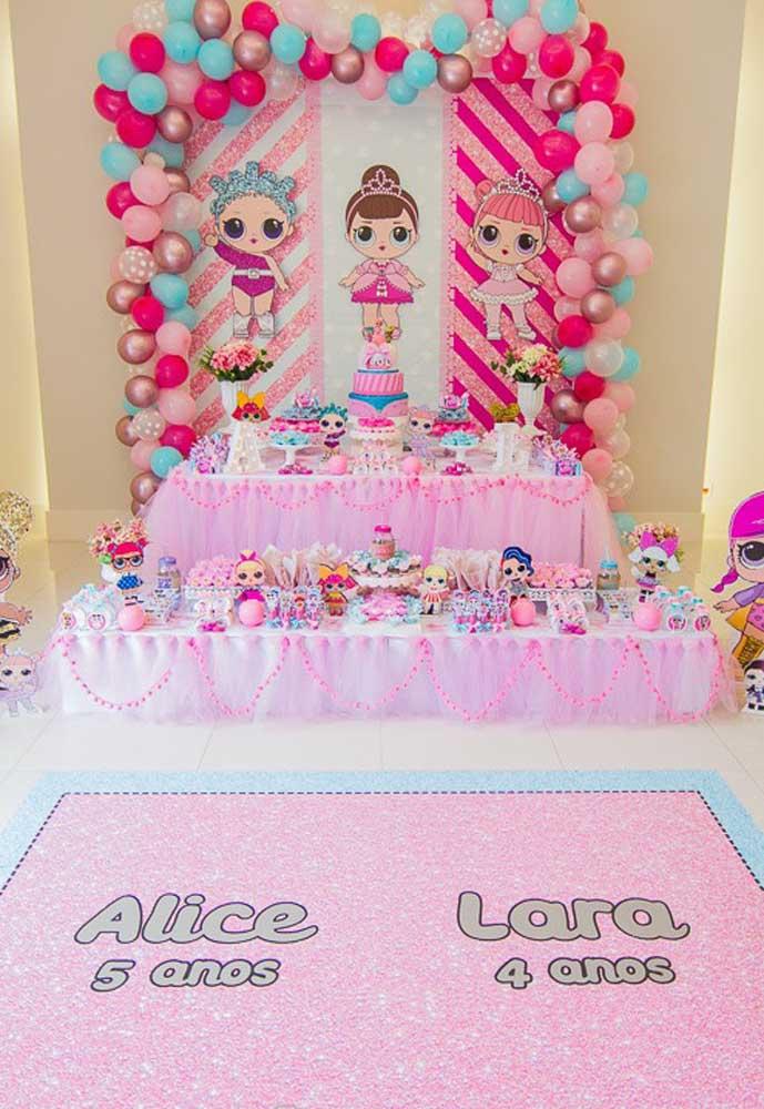 A festa Lol é um tema bem feminino, onde você pode explorar as cores rosa e lilás na hora de fazer a decoração.
