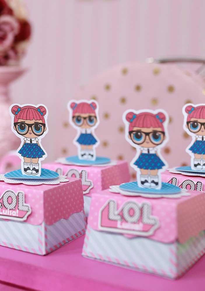Olha que fofinha essa bonequinha da Lol que pode ser usada como o tema da festa.