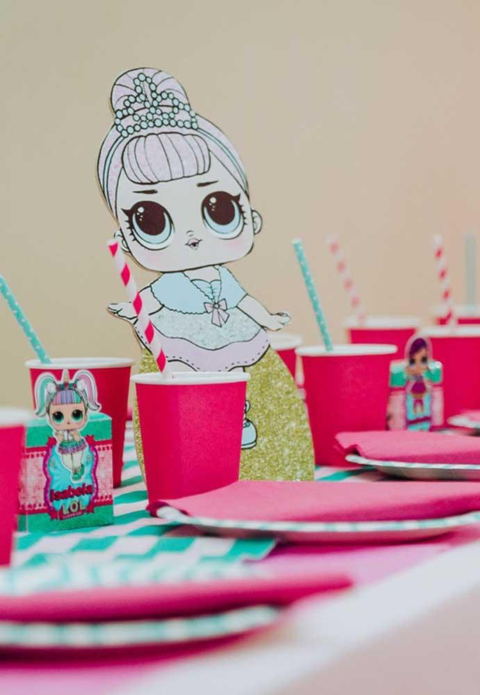 Você mesmo pode fazer as bonequinhas Lol Surprise com papelão. Depois é só decorá-las do seu jeito.