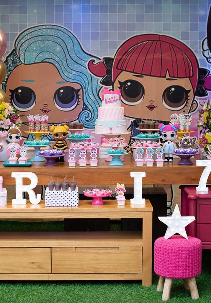 Olha que festa de aniversário Lol mais caprichada, rica em detalhes que fazem parte do universo das bonequinhas.