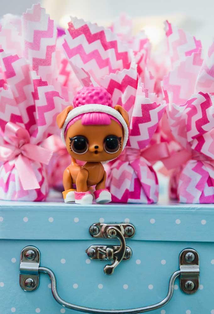 Que mimo mais fofo para decorar a festa tema Lol Surprise com um dos elementos decorativos mais importantes.
