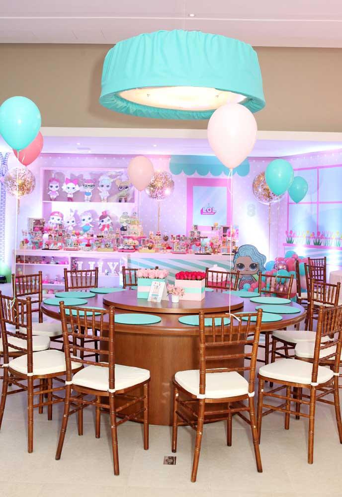 Olha como fica linda a decoração festa Lol na cor azul clarinho misturado com tons rosados.