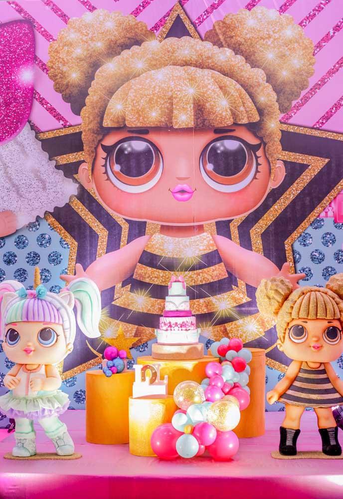 Para fazer a aniversariante se sentir uma superstar, aposte na bonequinha Lol que segue esse estilo.