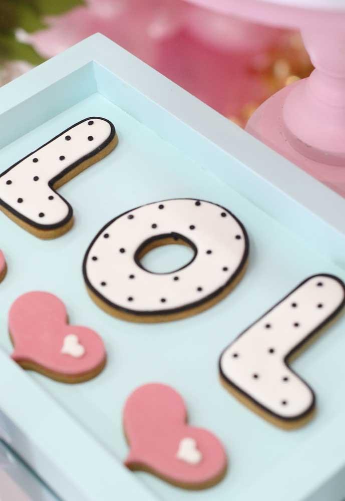 Que tal preparar um quadro como esse com biscoitos personalizados?