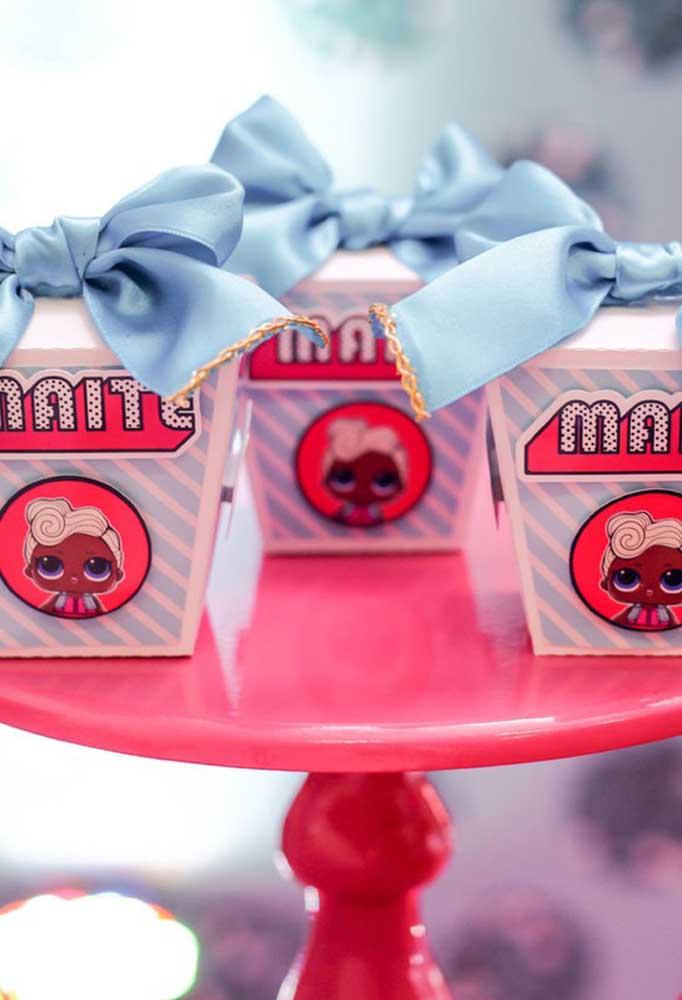 Esse tipo de caixinha personalizada com o tema Lol você encontra nas lojas de festa.