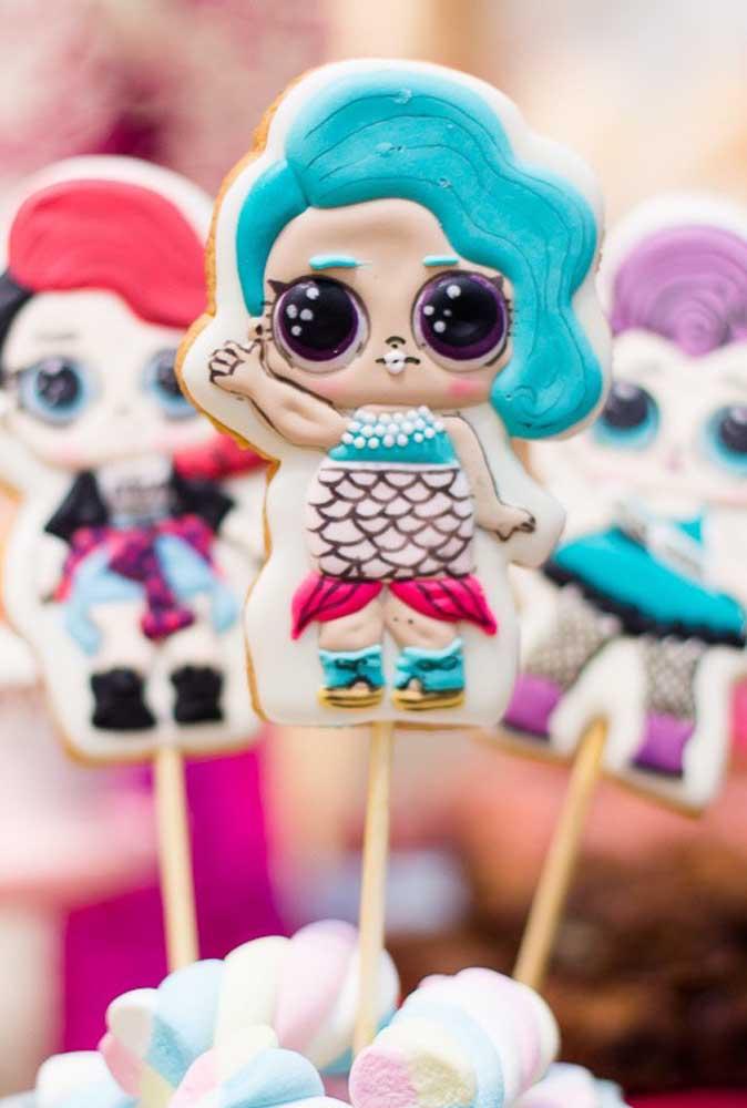Quer biscoitinho mais original que esse? Você pode fazer as bonequinhas com pasta americana.