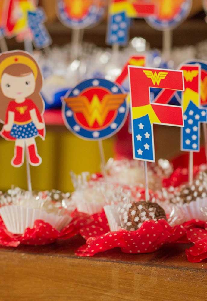 Que tal variar a decoração dos docinhos da festa?
