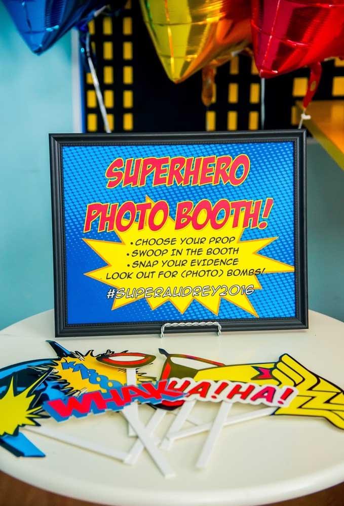 Prepare um cantinho para os convidados tirarem fotos temáticas.