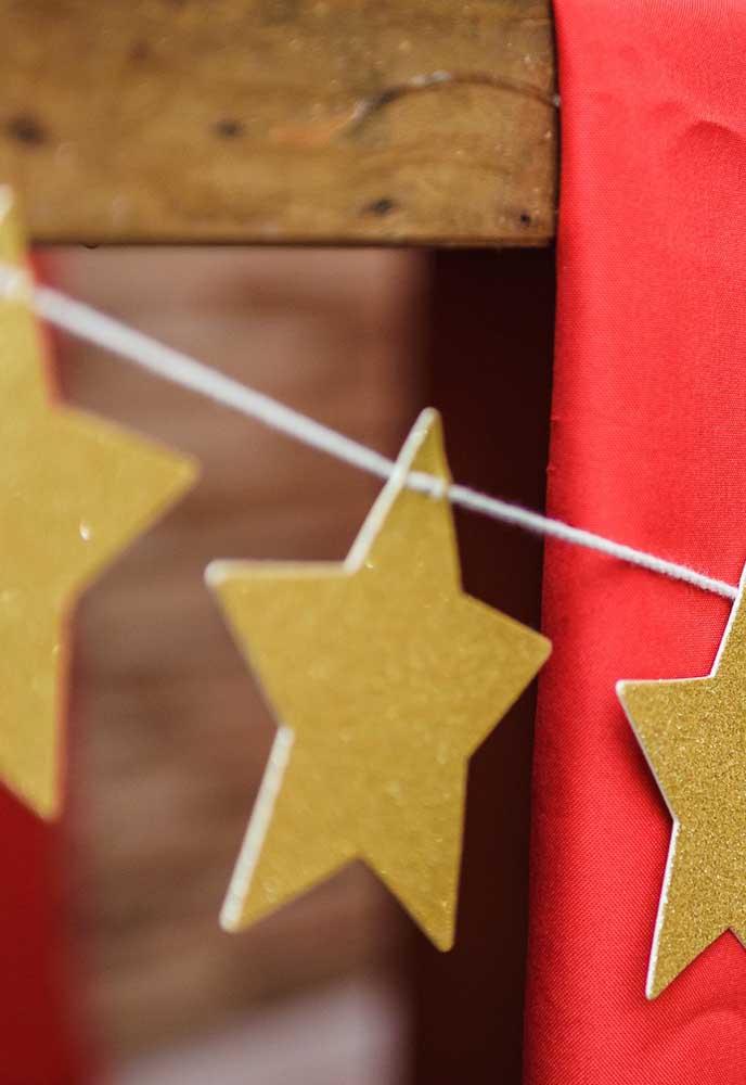 Estrelinhas brilhantes para decorar e iluminar todos os cantinhos da festa.