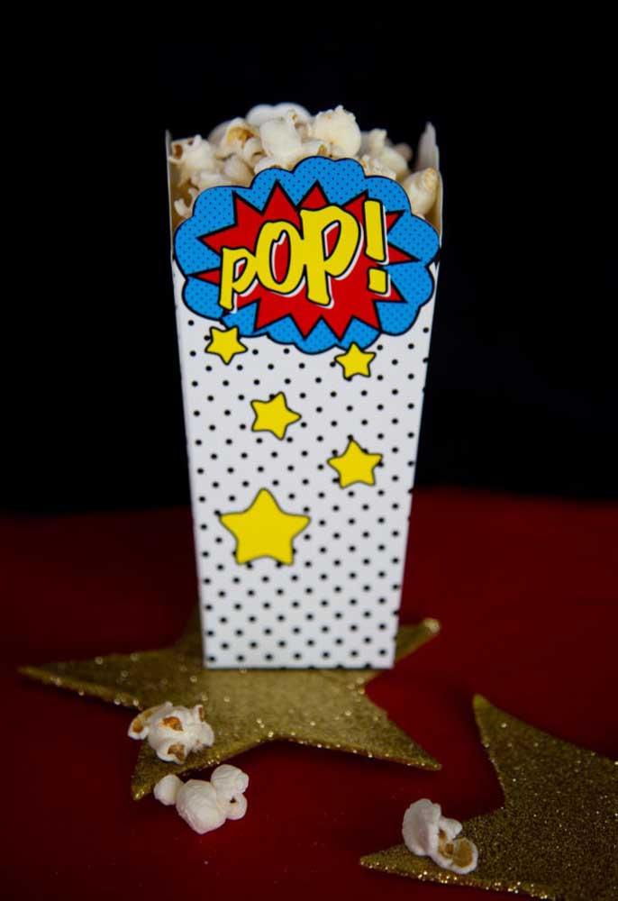 Pipoca é um item que não pode faltar no cardápio de aniversário infantil, ainda mais se for servido no copo personalizado.