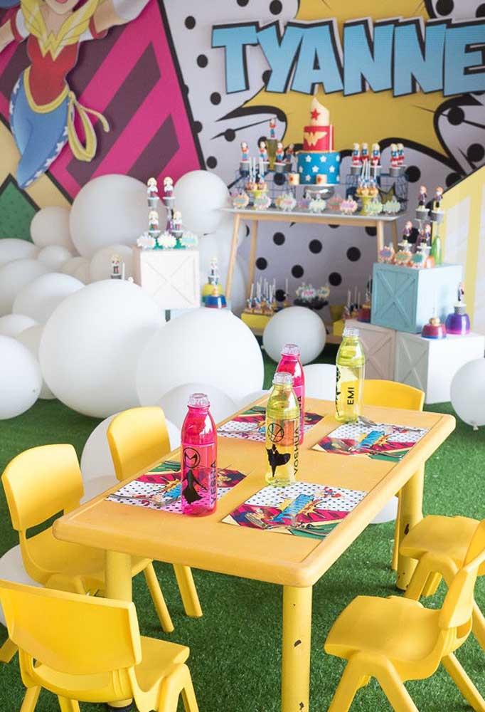 Diversifique as cores da festa para fazer uma decoração bem colorida.