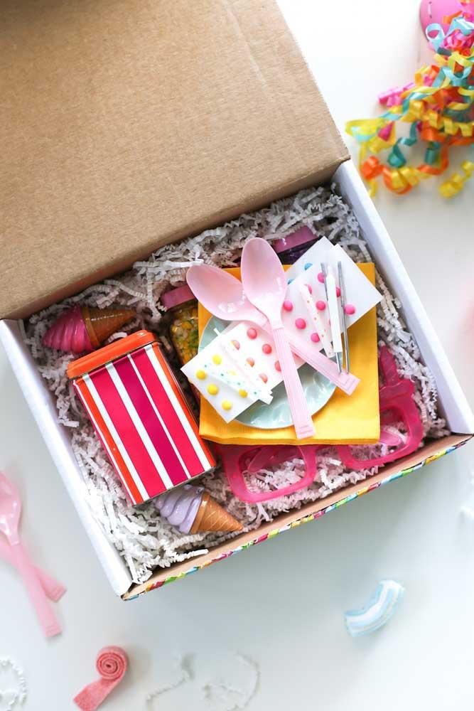 A organização e a apresentação da caixa é fundamental para garantir o sucesso da comemoração