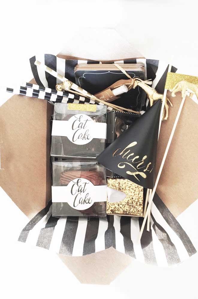 Belo exemplo de festa na caixa; os tons de preto e dourado trazem um leve toque de sofisticação à proposta