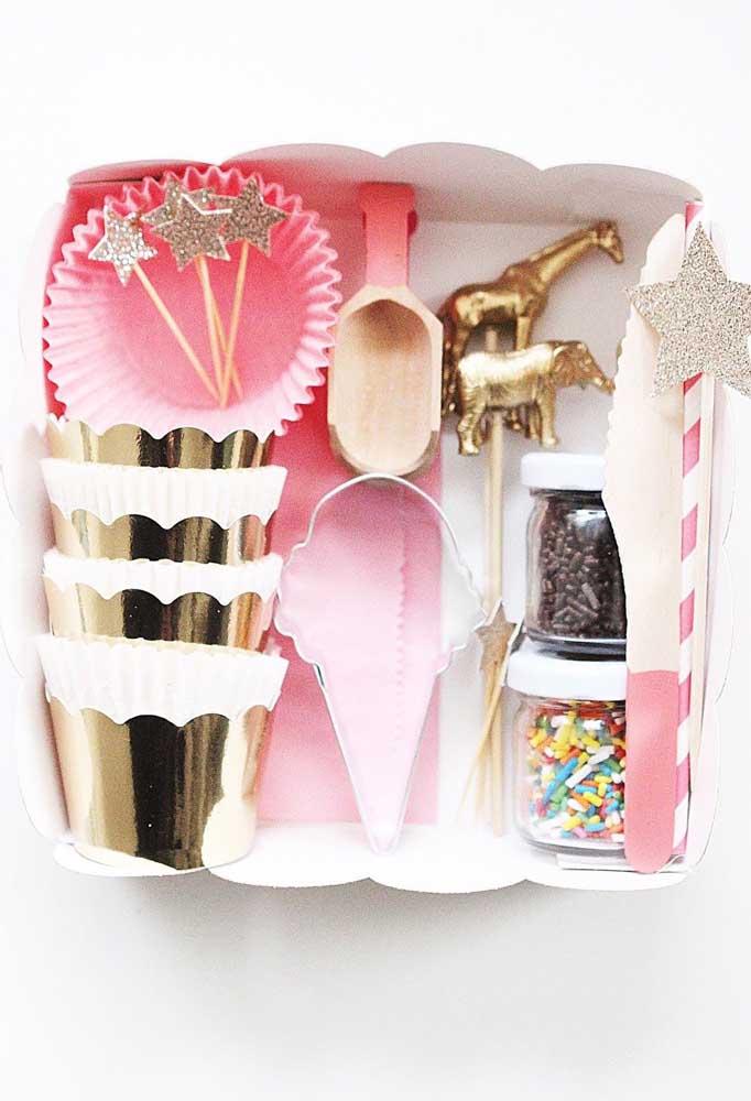 Festa na caixa com itens para tomar sorvete