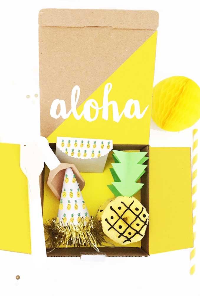 E o tema aqui é abacaxi! Uma festa na caixa tropical, colorida e divertida