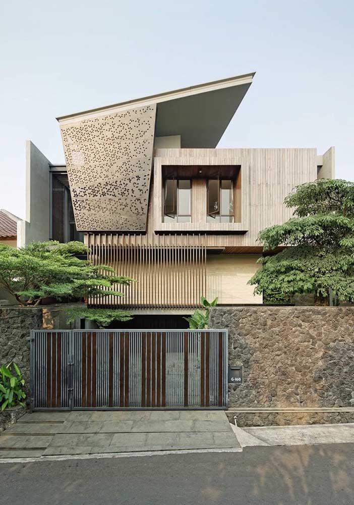 Frente de casa com muro e portão; repare na harmonia entre as cores e materiais