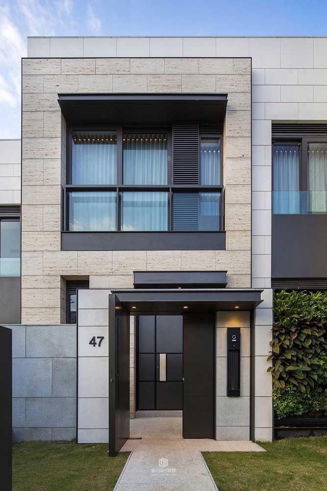 Repare na harmonia entre o portão e as janelas; completamente integrados no projeto
