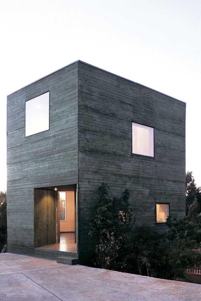 A disposição dessa casa no terreno permite que mais de um lado seja visualizado de uma única vez, nesse caso, todos eles devem ser colocados no projeto da fachada