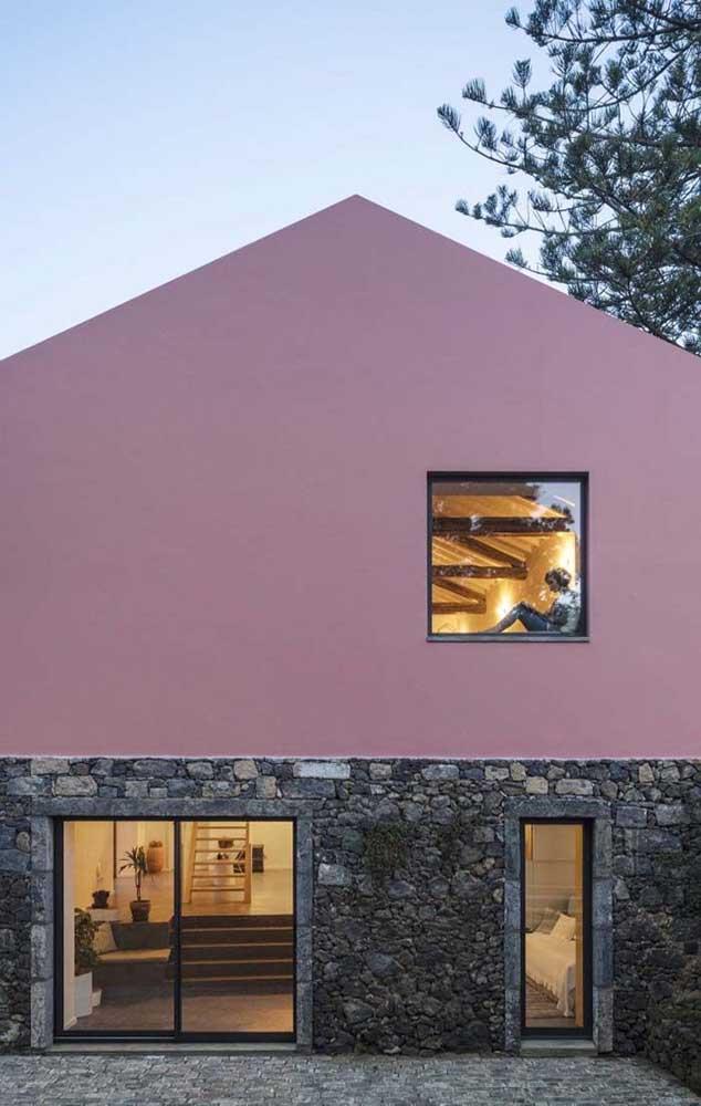 Pedras e pintura: uma frente de casa simples, mas muito bonita