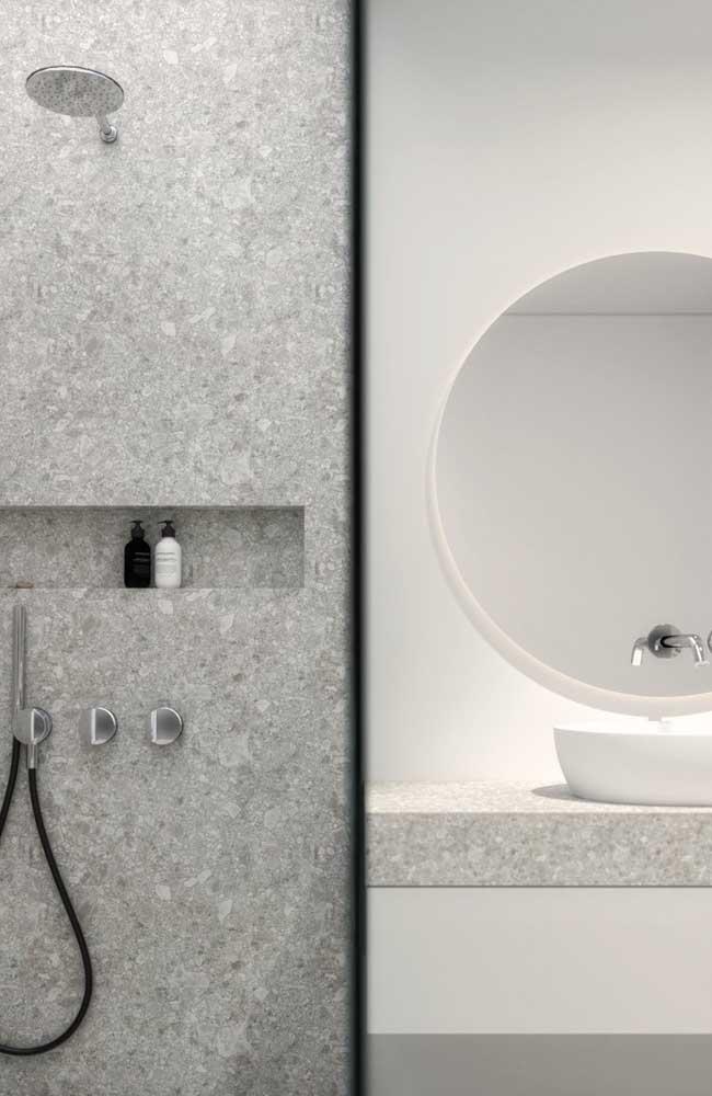 Granito branco Siena para a bancada e parede do box do banheiro