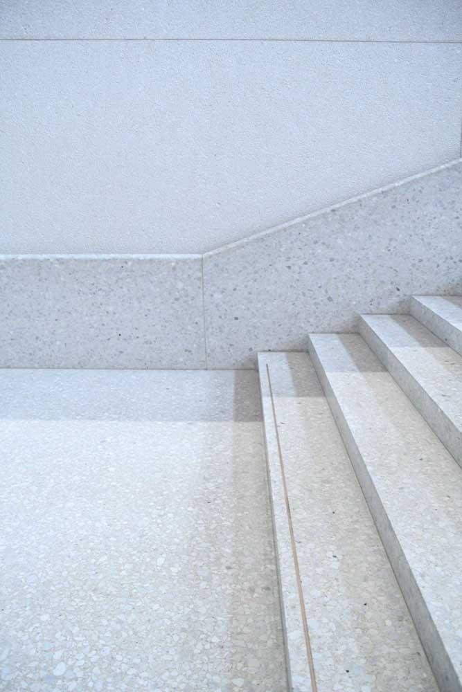 Escada em granito branco Dallas