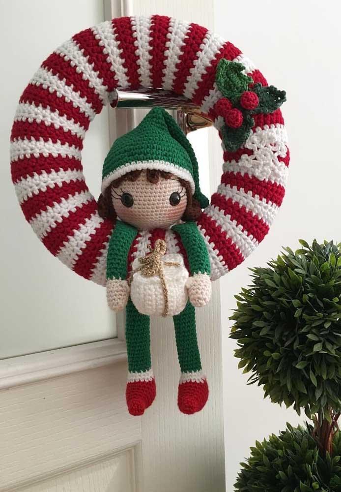Guirlanda fofa e delicada feita em crochê: uma ótima sugestão para quem domina a técnica