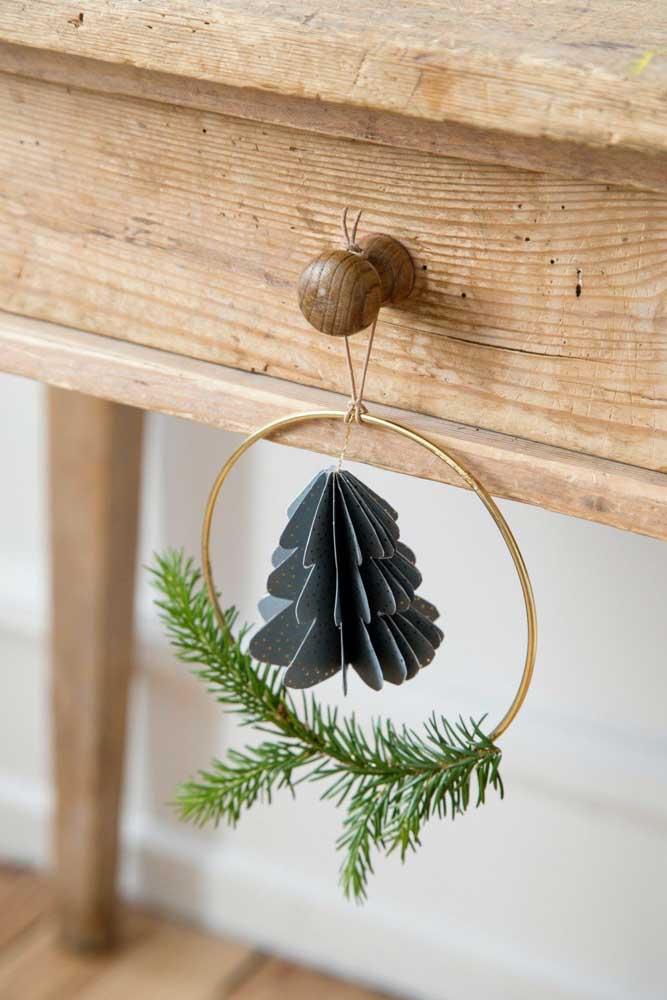 Guirlanda pequena e simples para decorar os puxadores dos armários