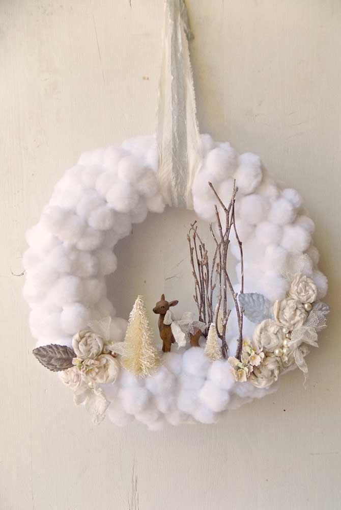 Um pedacinho do céu na guirlanda de natal; o algodão usado no arco parece uma nuvem